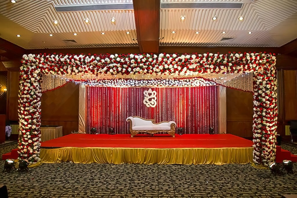 South indian wedding simple stage decoration www for Wedding decoration images