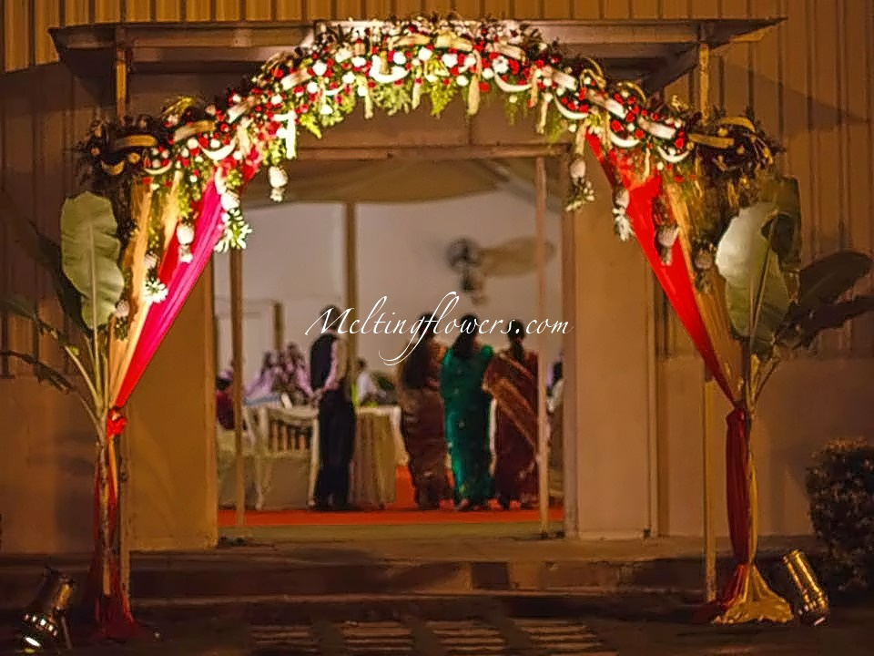Ideas for decorating the entrance beautifully wedding for Front door decoration indian style