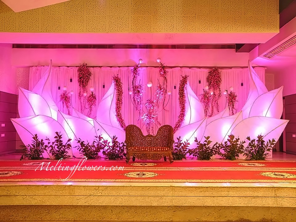 wedding stage decoration the top 5 ideas for your reception wedding decorations flower. Black Bedroom Furniture Sets. Home Design Ideas