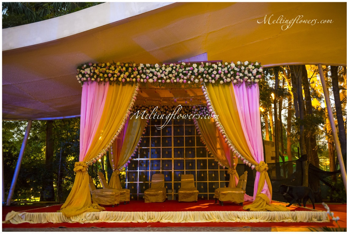 Flamboyant wedding backdrop decoration ideas that can totally wedding stage decoration junglespirit Choice Image
