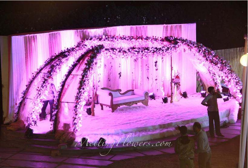 Purplish Wedding Backdrop Embellishment Styles | Wedding ...