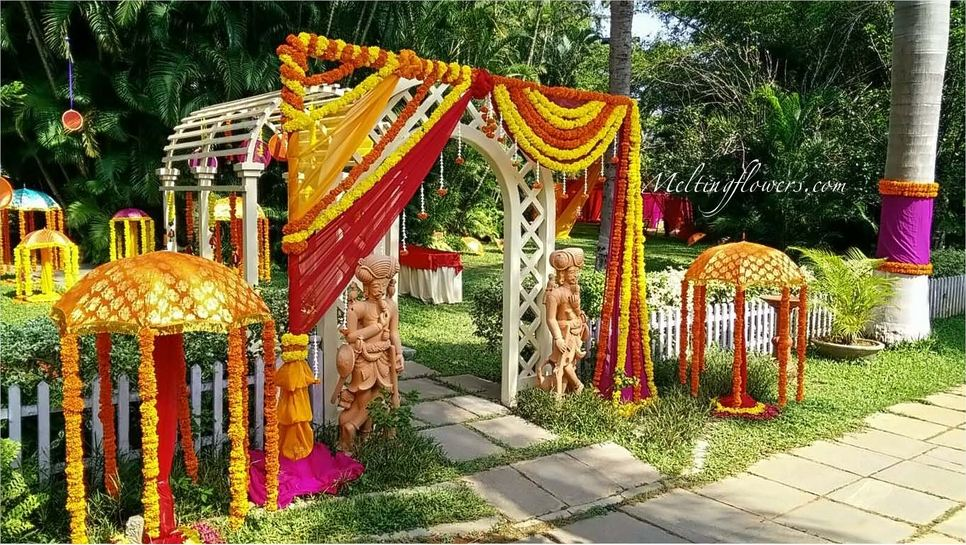 Mehndi Flower Arrangements : Attractive mehndi and sangeet decors u wedding decorations flower