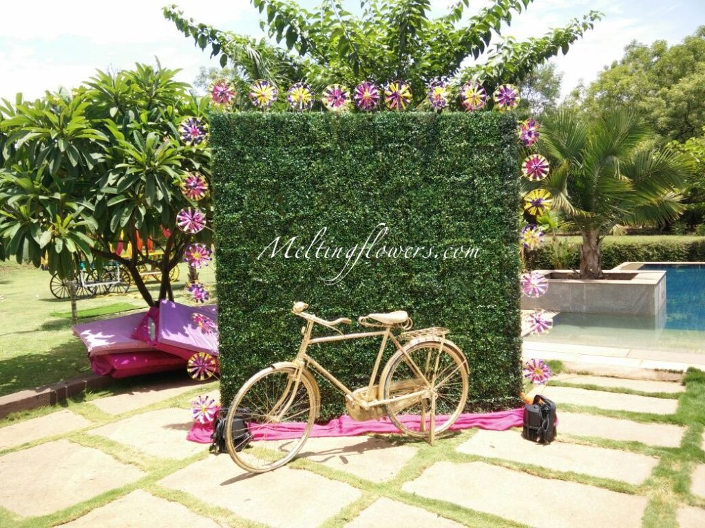 Love Green Photo Booth Decoration