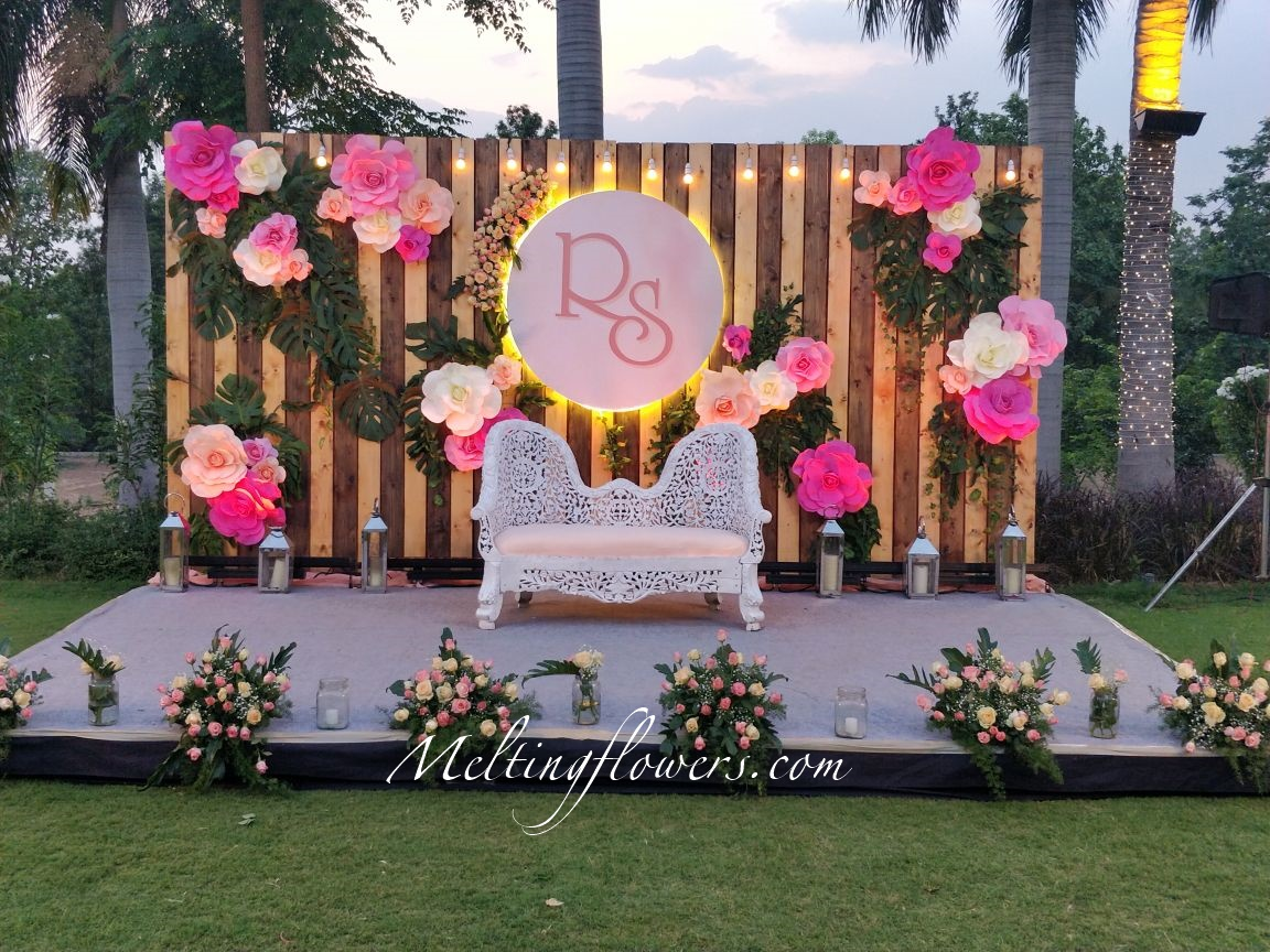 15 Best Photo Booth Ideas For An Outdoor Wedding Wedding Decorations Flower Decoration Marriage Decoration Melting Flowers Blog