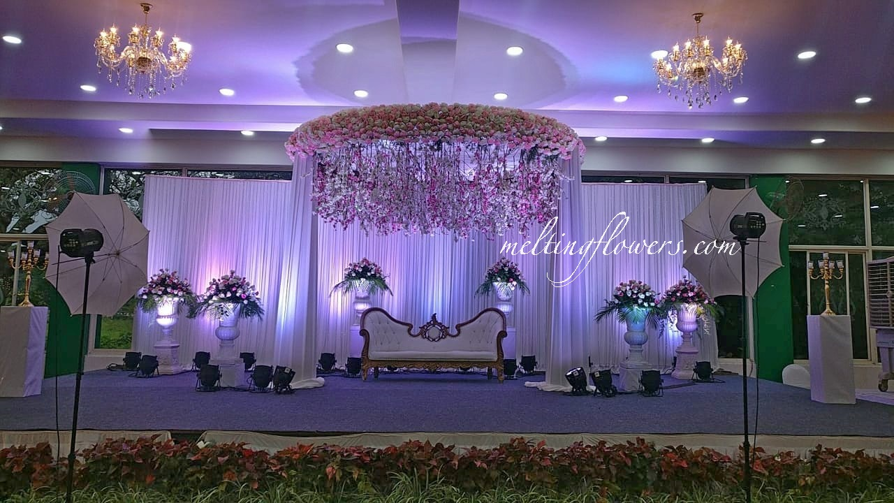 Minimal stage Decor that will become the highlight of your Reception | Wedding  Decorations, Flower Decoration, Marriage Decoration | Melting Flowers Blog