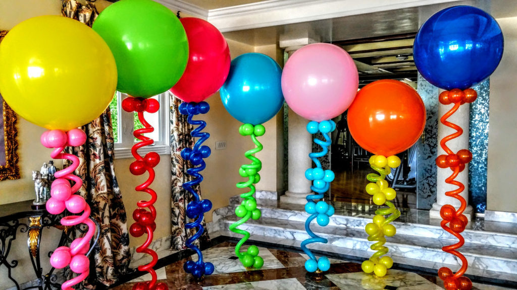 curved balloon decoration