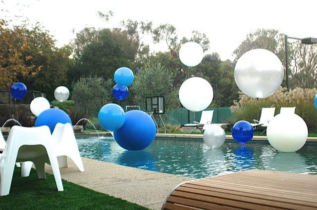 giant balloon floats