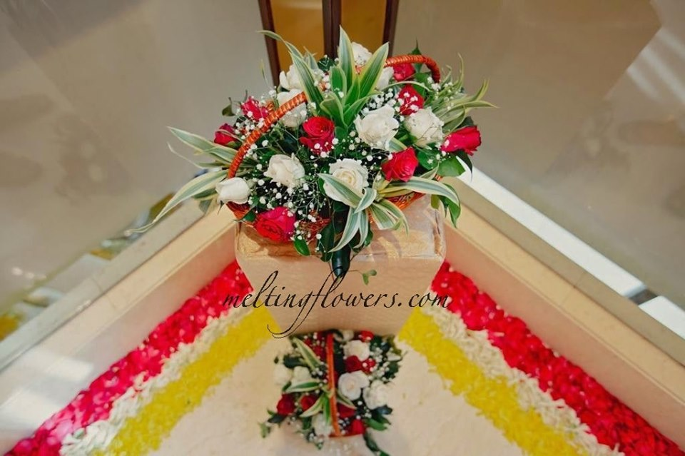 floral decoration for corners