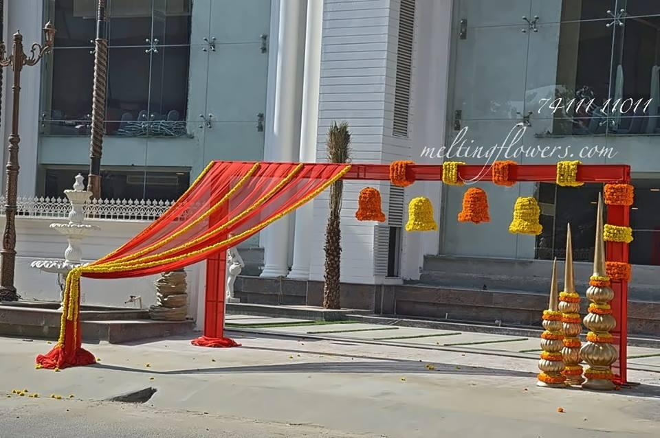 venue walkway floral decor