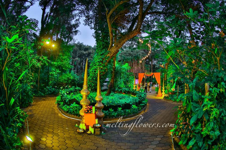 Decoration Ideas For A Spectacular Garden Wedding In Mysore Wedding Decorations Flower Decoration Marriage Decoration Melting Flowers Blog