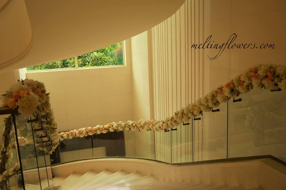 glass handrail flower decor
