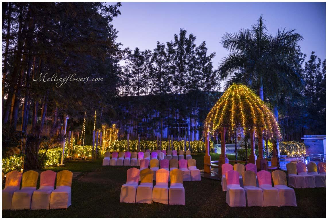 weddings in garden | garden wedding decorations | melting flowers
