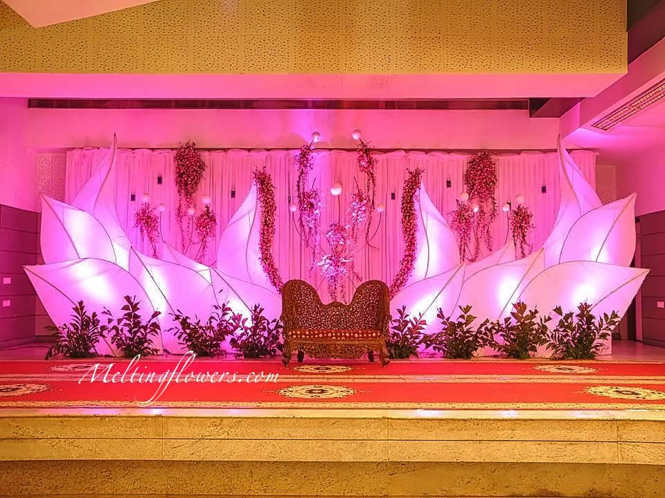 Wedding backdrops backdrop decorations melting flowers for Background decoration images